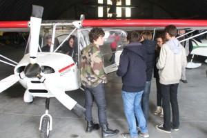 élèves-pilotes d'europilote se préparant au vol sur avion double-commandes
