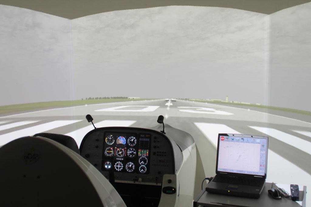 Un des simulateurs de vol professionnel d'europilote